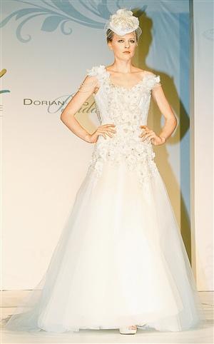 Robe de mariée avec perles naturelles hors de prix par Dorian Ho