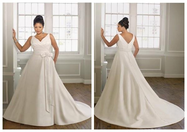 Robe de mariée enveloppe de grande taille ruchée décolletée en V à A-ligne