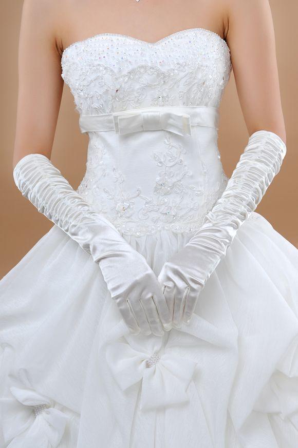 Les gants de mariée en soie blanche