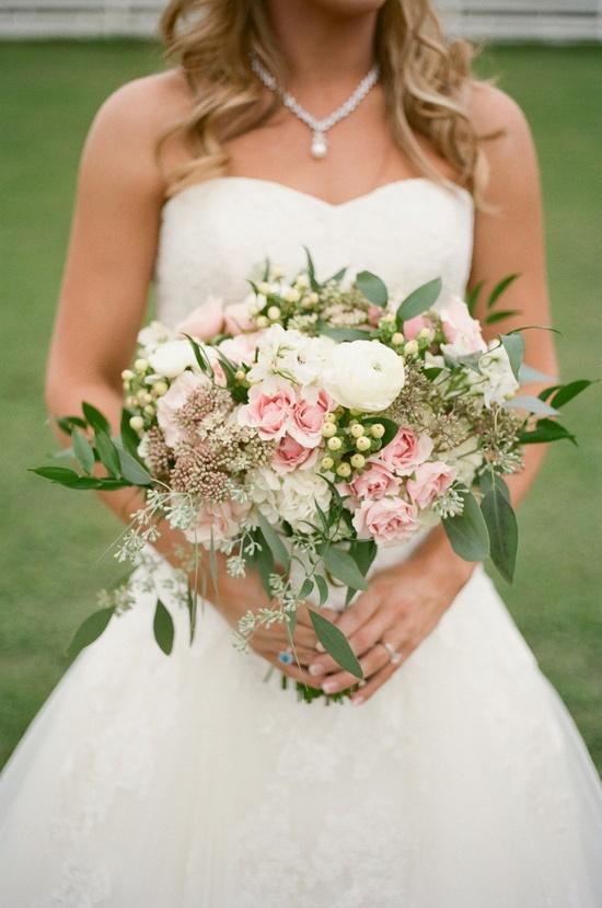 Un bouquet avec quelques touches de couleur