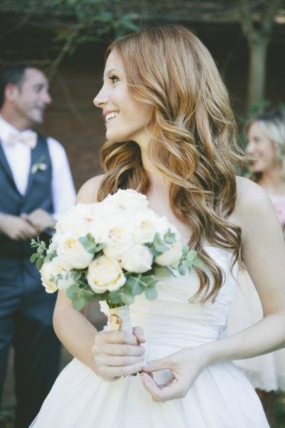 Un bouquet avec les rose blanche.
