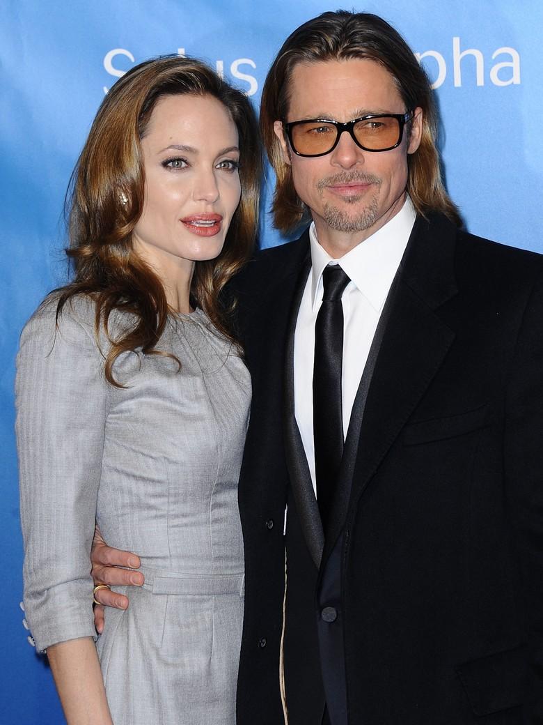 Brad Pitt portant une paire de lunettes brunes
