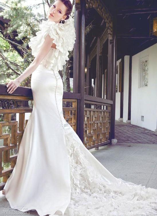 robe de mariée de Yumi Katsura avec volants et traîne large