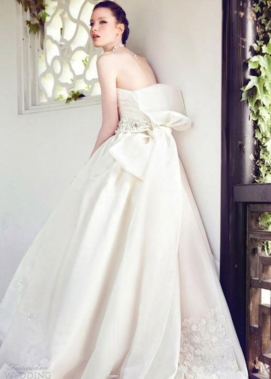 robe de mariage bustier de Yumi Katsura avec nœud papillon