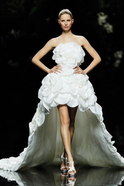 Robe de mariée courte devant longue derrière Manuel Mota