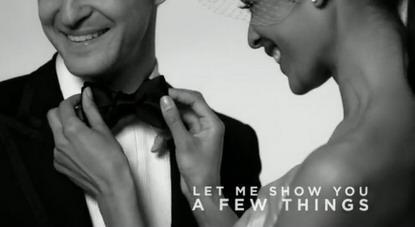 Jessical Biel fixe la cravate papillon noir de Justin Timberlake dans son MV de mariage