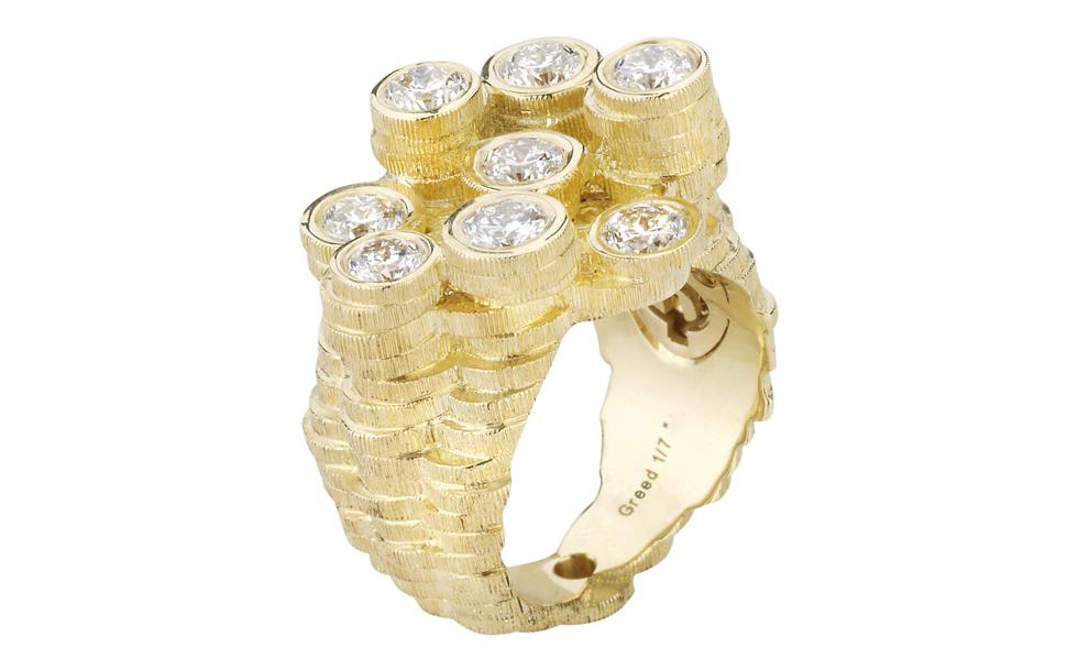 Un anneau composé des coins qui présente le péché de l'avarice.