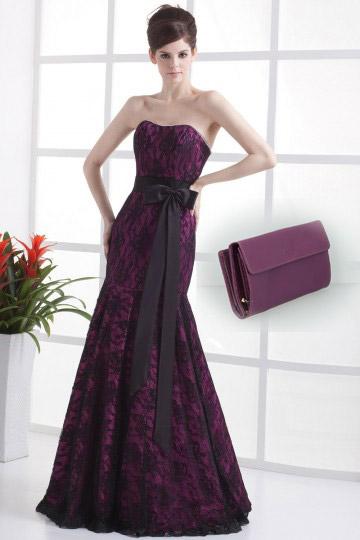 Robe de soirée violete sirčne en dentelle et sac prune