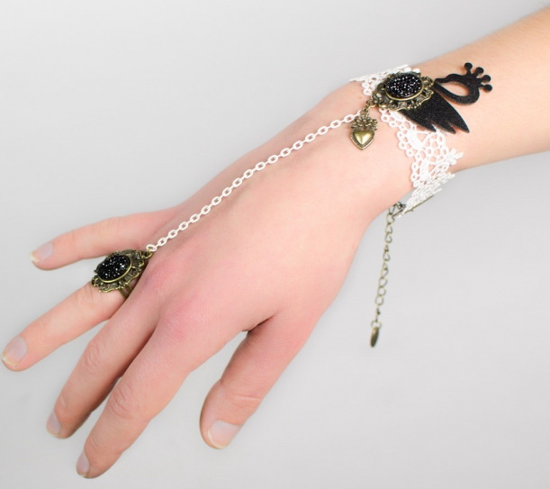 Bracelet bague en dentelle original en dentelle blanche et cygne noir