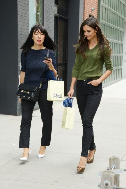 Katie Holmes et Jeanne Yang à la Fashion Week de New York le 9 septembre 2013