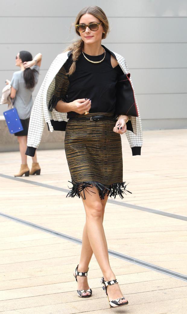 Olivia Palermo porte un ensemble noir et vert militaire de la marque Willow au défilé de Vera Wang.