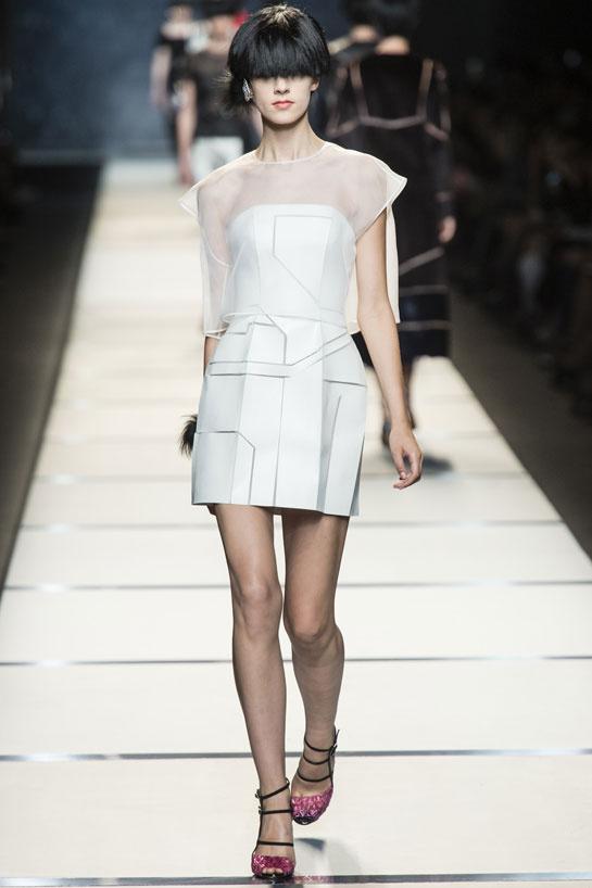 Une robe courte ornée de formes géométriques signée Fendi