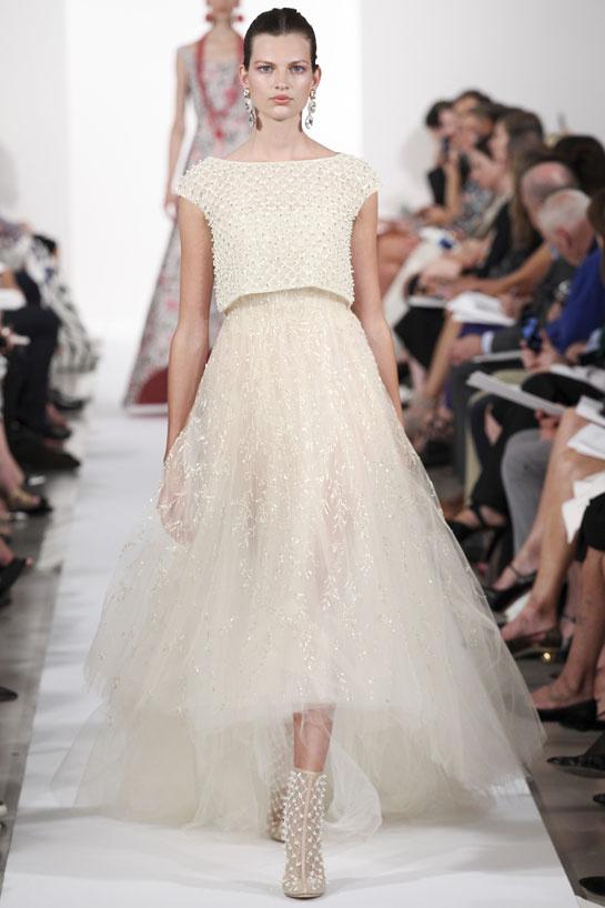 Une robe princesse avec le ton beige signée Oscar de la Renta