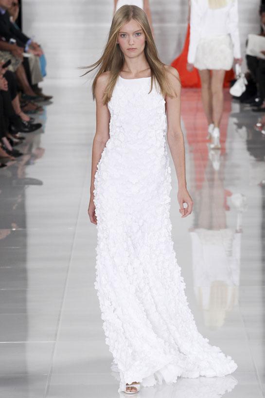 Une robe impeccable longue créée Ralph Lauren