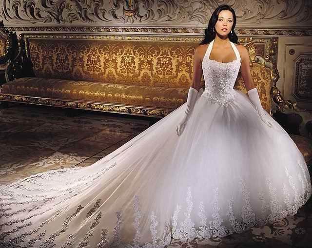 Une robe de mariée imposante