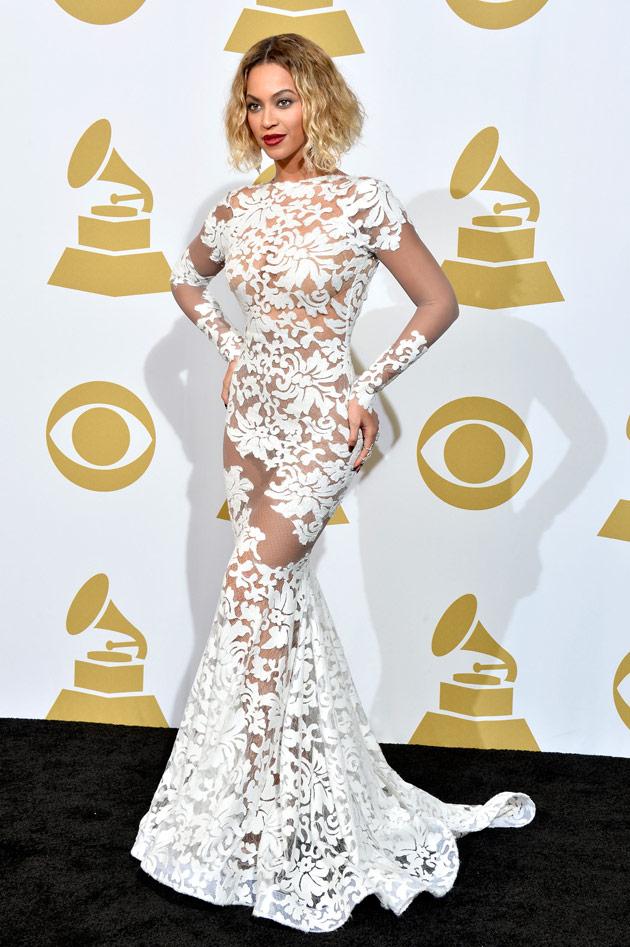 Beyoncé avec sa robe dentelle
