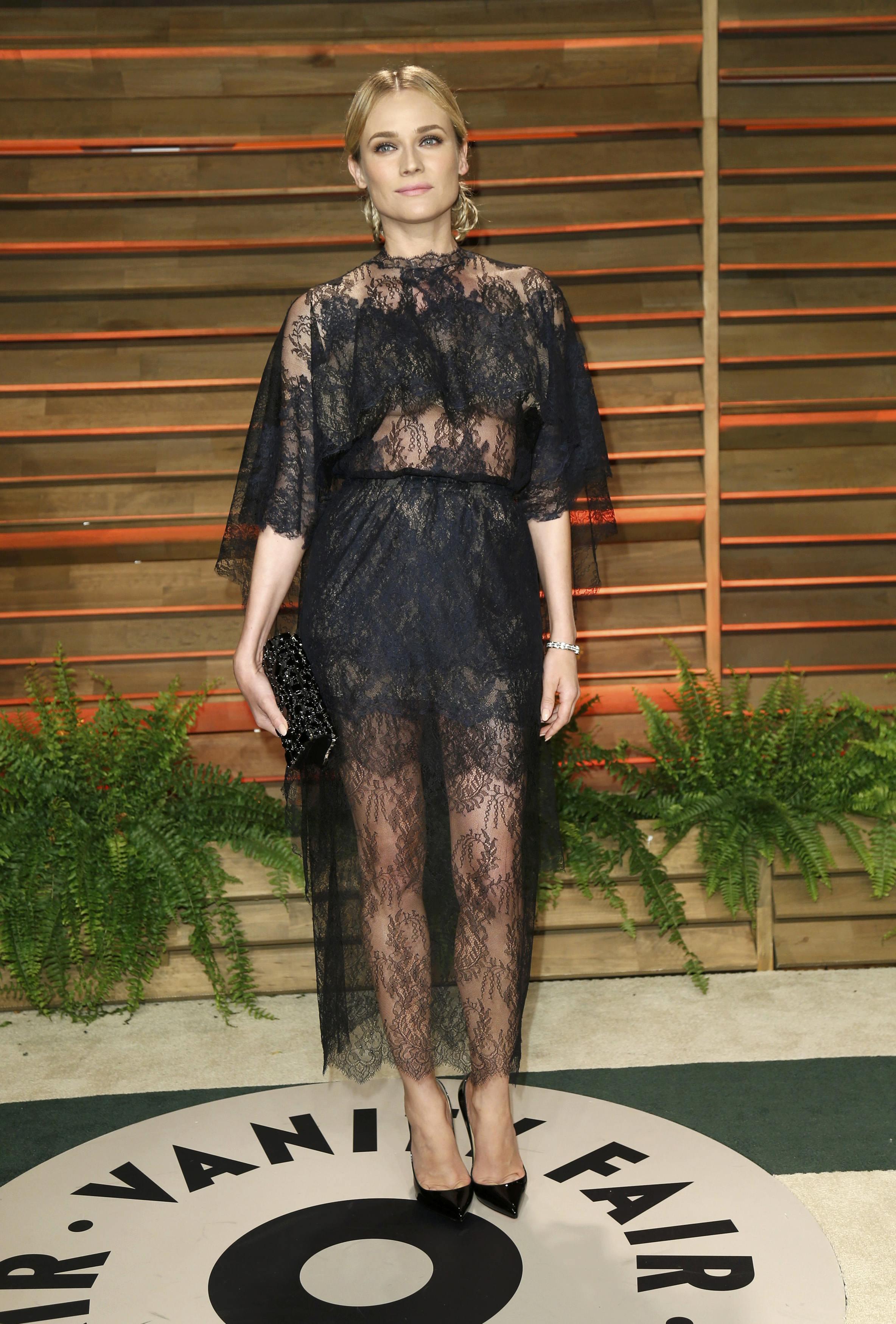 Diane Kruger en robe noire en voile et dentelle