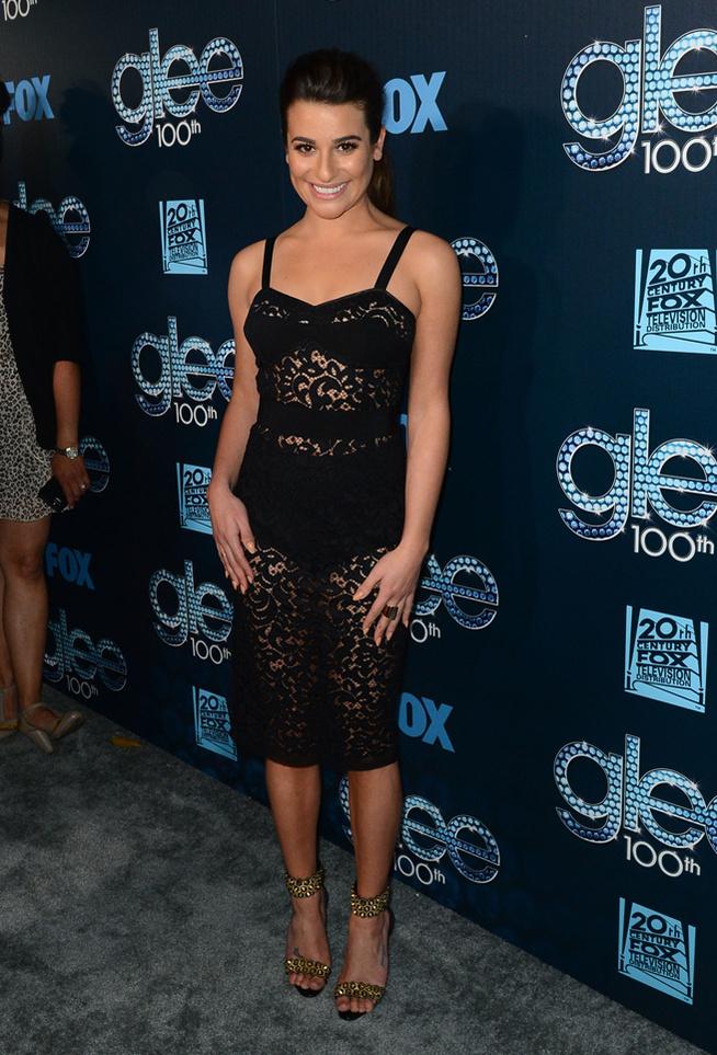 Un look très sexy avec la transparence en robe noire