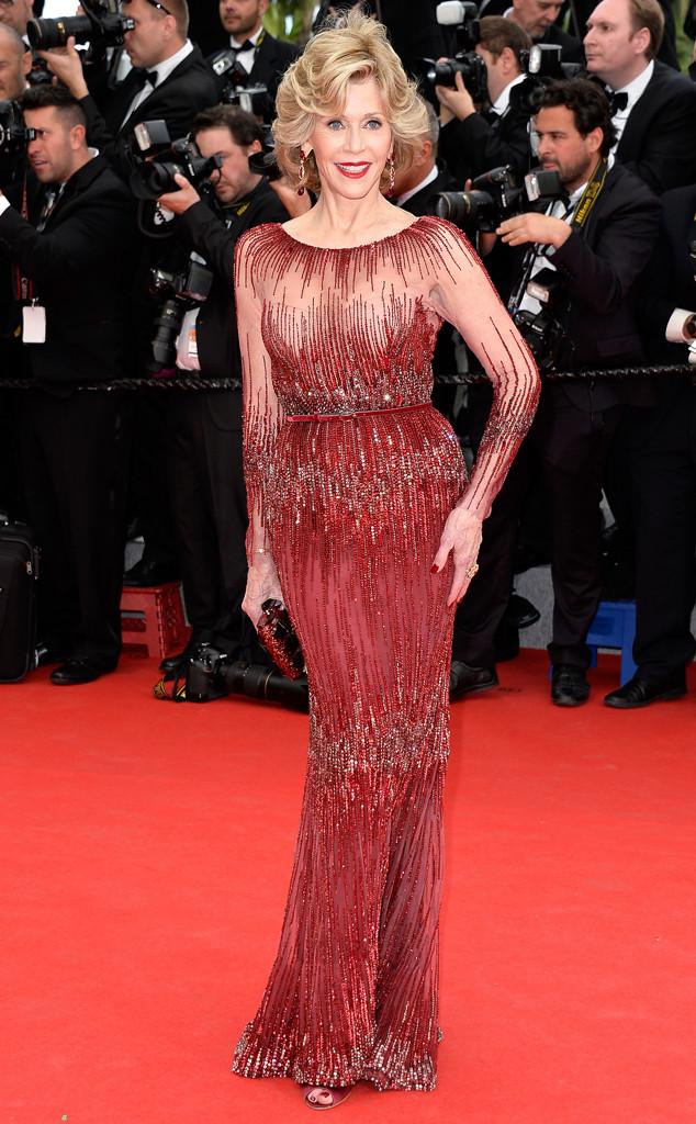 Jane Fonda enfilait une robe rouge étincelante sur le tapis rouge de cannes 2014