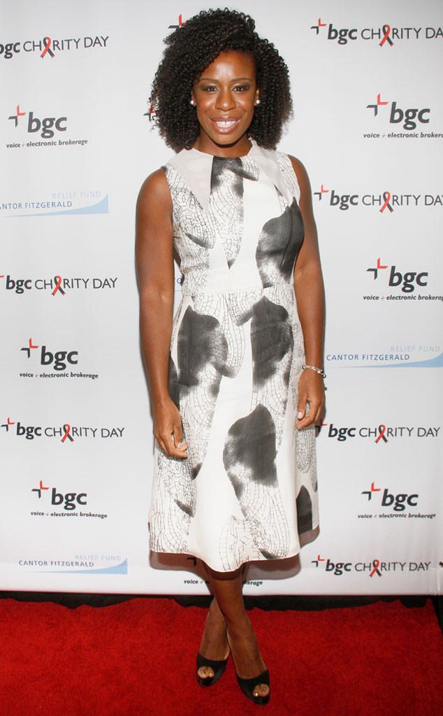 Uzo Aduba adopte un style noir et blanc façon peinture avec cette robe simple