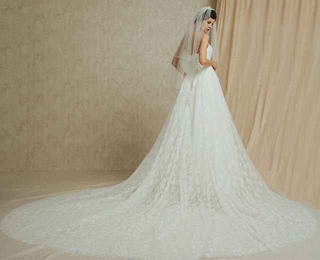 voile de mariée courte associé avec robe mariage à traîne longue