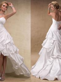 robe-de-mariee-moderne-froisse-courte-devant-longue-derriere