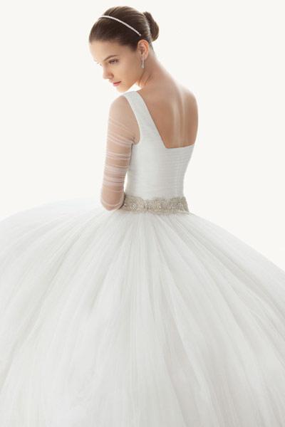 robe de mari e style princesse ou sexy laquelle aimez vous robe de mari e demoiselle d 39 honneur. Black Bedroom Furniture Sets. Home Design Ideas
