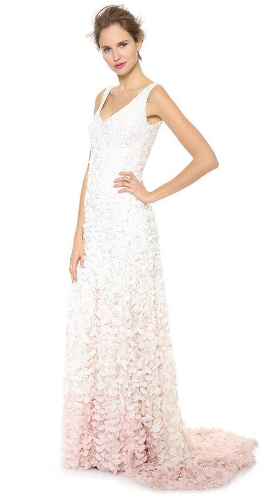 robe-de-mariée-v-col-ornée-pétale-virgo
