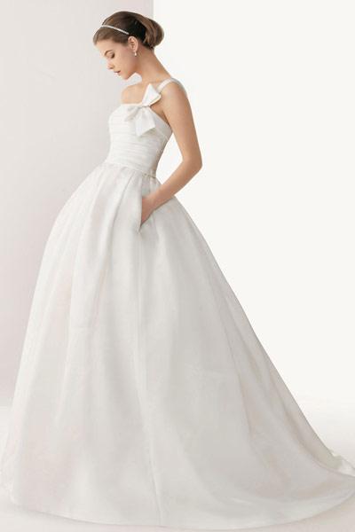 robe-de-mariee-simplicite-longue-blanche-asymetrique
