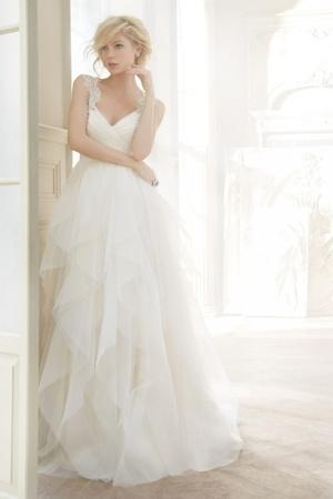 robe-de-mariee-sans-manches-avec-perle-empire-col-en-v