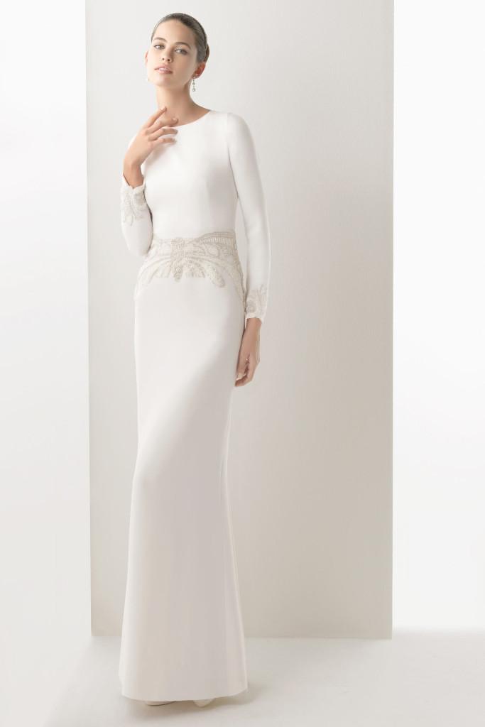 robe-soirée-blanche-pour-mariée-près-du-corps-à-manche-longue