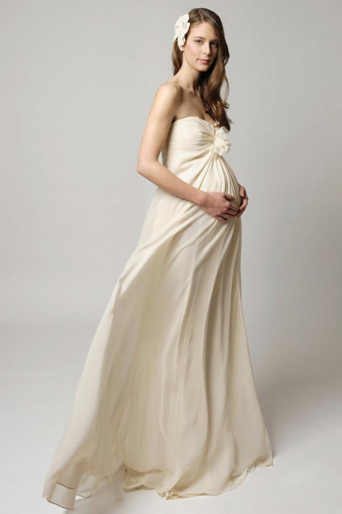 Essayage robe de mariee enceinte
