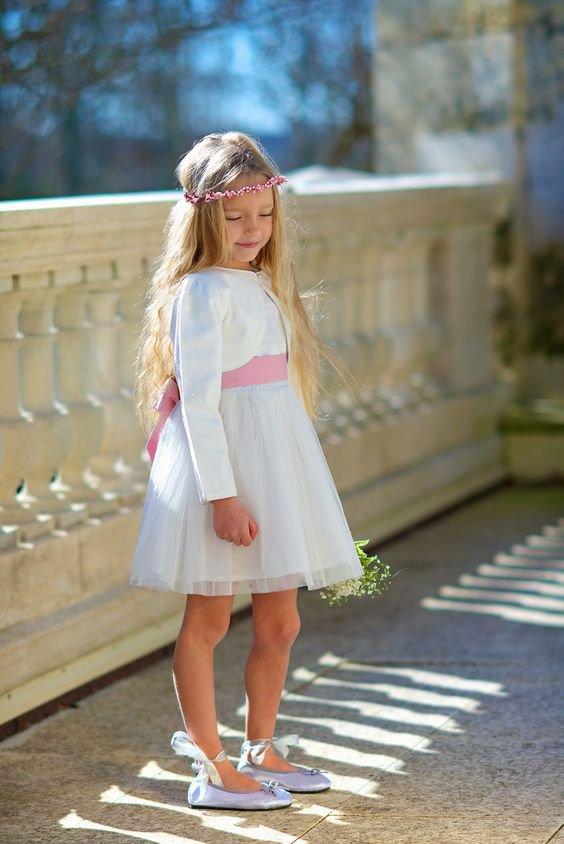 robe blanche et ceinture rose avec boléro pour petite fille