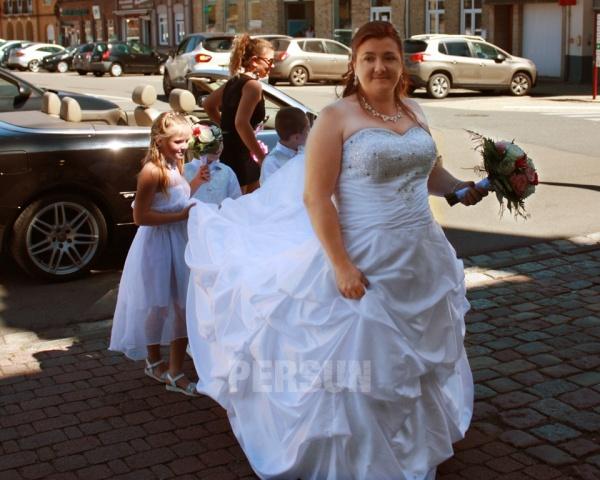 robe de mariée grande taille bustier coeur orné de bijoux