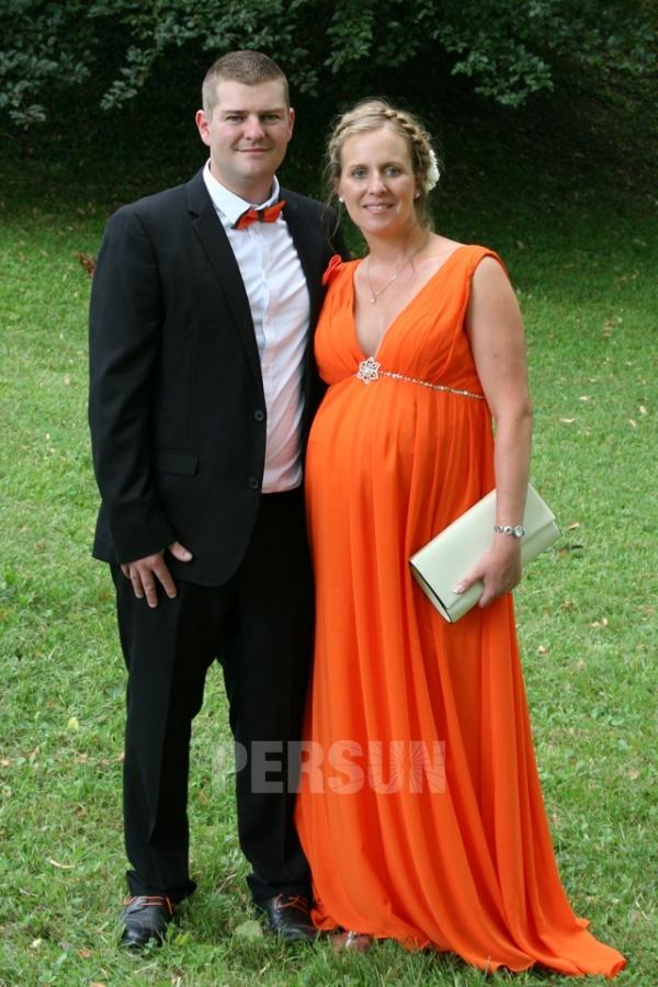 robe de soirée orange style empire pour femme enceinte