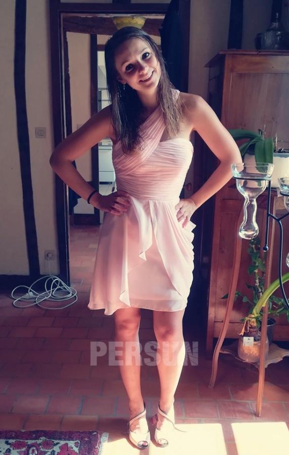 robe rose courte asymétrique pour soirée de mariage