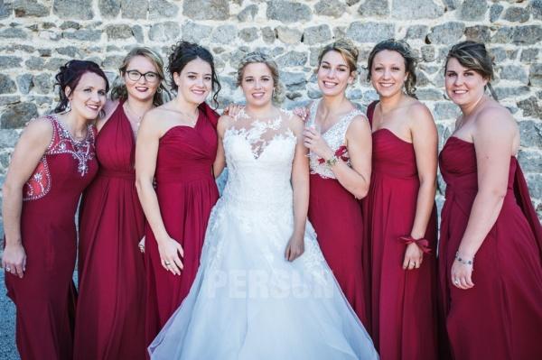 différents styles de robes demoiselles d'honneur bordeaux