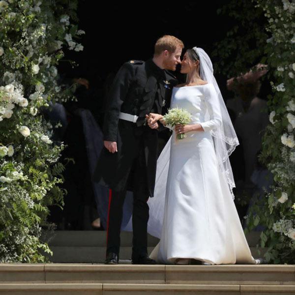 robe de mariée simple longue col bardot Meghan Markle
