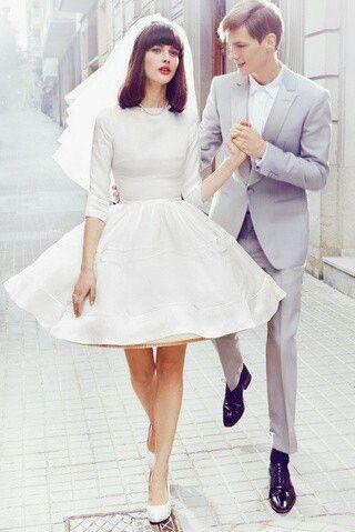 robe courte de mariée avec manche à jupe bouffante