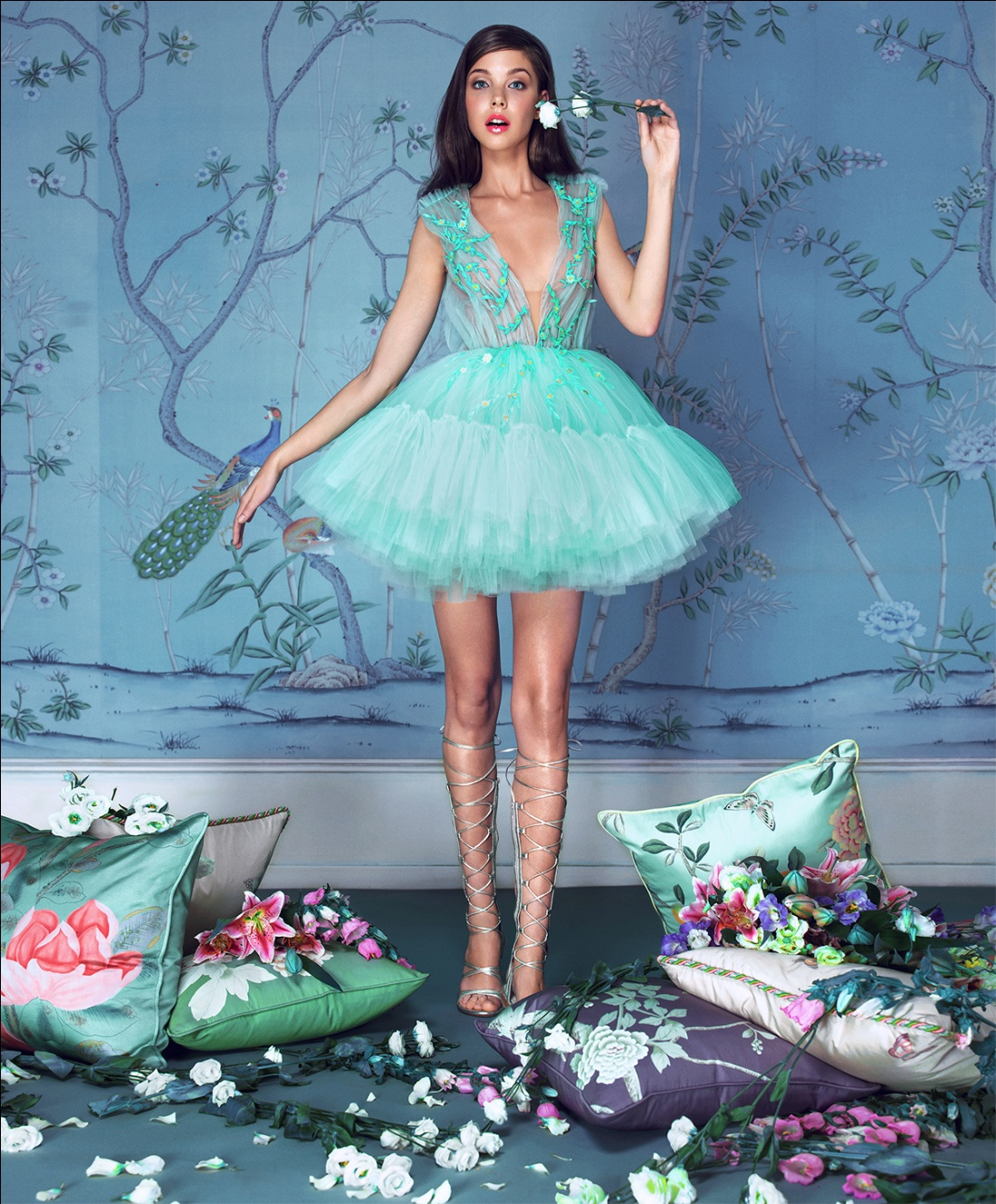 mini robe de mariée verte col en V plongeant
