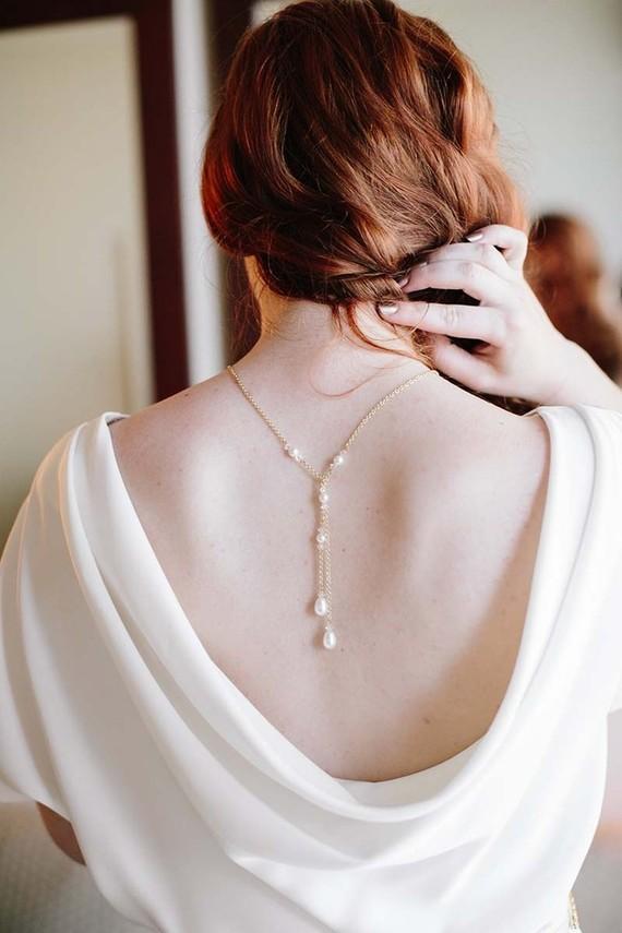 collier de mariage pour robe de mariée dos nu