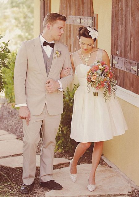 robe de mariée courte encolure transparente