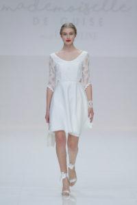 robe de mariée simple à manche dentelle