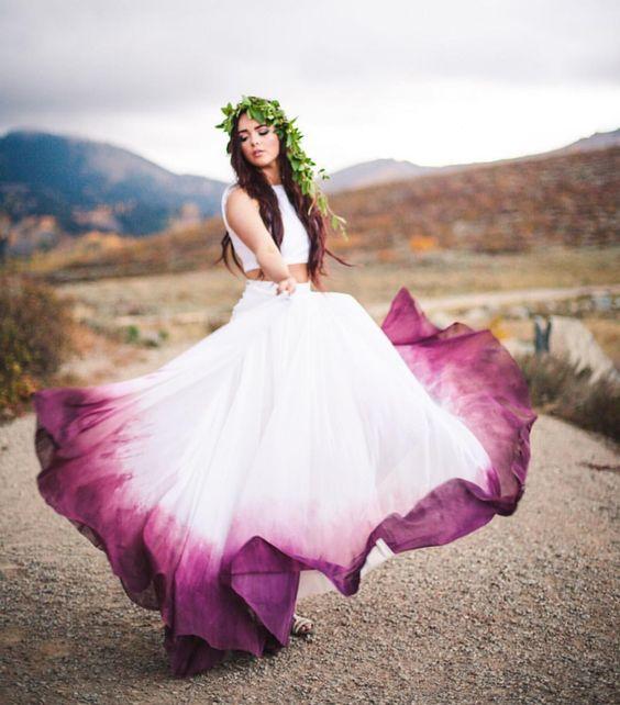 robe de mariée blanche et violette dégradée