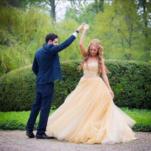 robe de mariée jaune princesse bustier