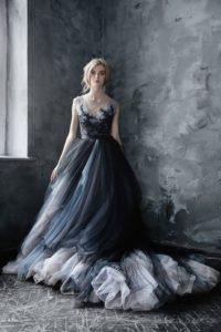 robe de mariée noire princesse lognue avec broderies