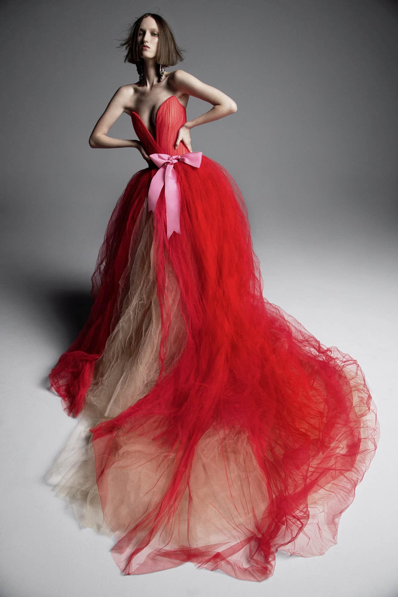 robe de mariée rouge & champagne en tulle col en V