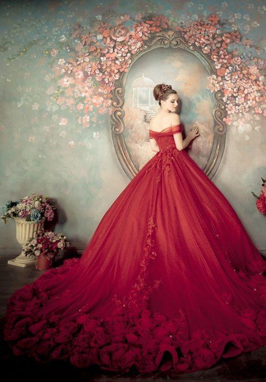 robe de mariée rouge princesse épaule dénudée