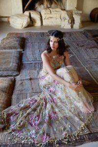 robe de mariée brodée & fleurie