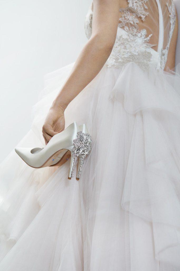 escarpins blanche orné de strass pour mariée